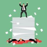 Biznesmeni stoi nad mnóstwo dokumentami i jego wrogiem Zdjęcie Stock
