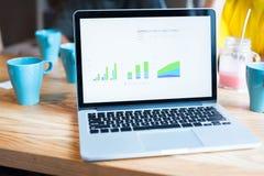 Biznesmeni używa laptop w spotkaniu Obrazy Royalty Free