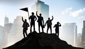 Biznesmeni w osi?gni?ciu i pracy zespo?owej poj?ciu ilustracji
