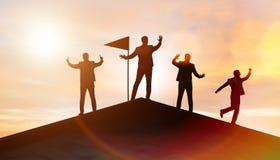 Biznesmeni w osi?gni?ciu i pracy zespo?owej poj?ciu obrazy royalty free