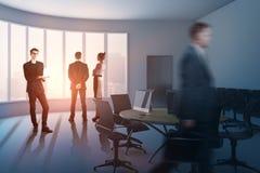Biznesmeni w sala konferencyjnej Zdjęcia Royalty Free