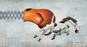Biznesmeni walczy z bokserską rękawiczką Obraz Stock