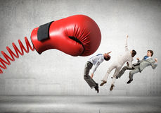 Biznesmeni walczy z bokserską rękawiczką Obraz Royalty Free