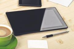 Biznesowa analiza, Cyfrowej pastylka na biuro stole fotografia stock