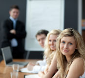 biznesowa daje mężczyzna prezentaci praca zespołowa Fotografia Stock