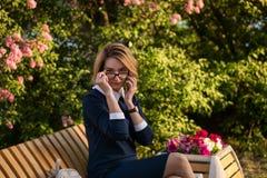Biznesowa dama z telefonem komórkowym Fotografia Stock
