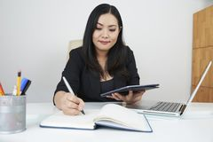 Biznesowa damy planowania praca zdjęcia royalty free