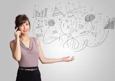 Biznesowa dziewczyna przedstawia ręki rysować nakreślenie mapy i wykresy Obraz Royalty Free