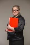 Biznesowa gruba kobieta w kostiumu z rzemiennym docume i teczką Fotografia Stock