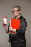 Biznesowa gruba kobieta w kostiumu z rzemiennym docume i teczką Obraz Royalty Free