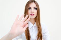 Biznesowa kobieta dotyka wirtualnego ekran na bielu zdjęcia royalty free