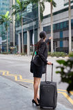 Biznesowa kobieta dzwoni dla taxi taksówki Obrazy Royalty Free
