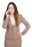 Biznesowa kobieta opowiada na telefonie z jego przygląda się zamkniętego Obraz Royalty Free