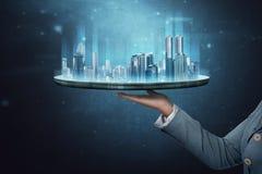 Biznesowa kobieta pokazuje nowożytnego budynku hologram Obraz Stock