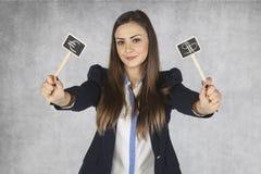 Biznesowa kobieta pokazuje waluta symbole obraz royalty free
