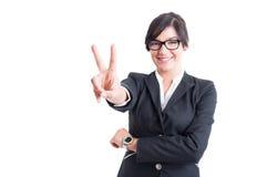 Biznesowa kobieta pokazuje zwycięstwo lub numer dwa Zdjęcia Stock