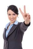 Biznesowa kobieta pokazuje zwycięstwo znaka Zdjęcia Stock