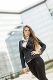 Biznesowa kobieta przed budynkiem biurowym Obraz Royalty Free