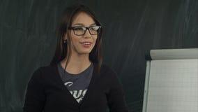 Biznesowa kobieta przedstawia nowego projekt ona partnery zdjęcia royalty free
