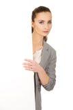 Biznesowa kobieta przedstawia pustego sztandar Obrazy Stock