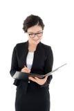 Biznesowa kobieta przegląda raport odizolowywającego na bielu Fotografia Stock