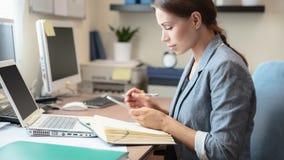 Biznesowa kobieta przy pracą obrazy stock