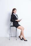 Biznesowa kobieta siedzi zdjęcie royalty free
