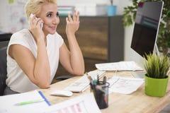 Biznesowa kobieta w biurze Zdjęcia Stock