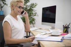Biznesowa kobieta w biurze Obrazy Royalty Free