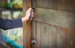 Biznesowa kobieta Wchodzić do biuro, Otwiera rocznika drzwi Obrazy Royalty Free