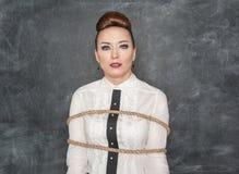 Biznesowa kobieta wiążąca z arkaną Obraz Stock
