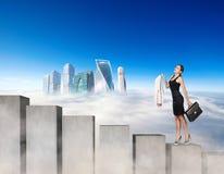 Biznesowa kobieta wspina się betonowych schodków bloki zdjęcie royalty free