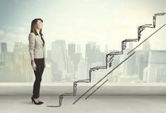Biznesowa kobieta wspinaczkowa up na ręka rysującym schody pojęciu Fotografia Stock