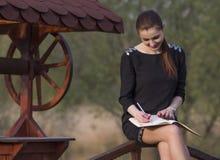 Biznesowa kobieta z agendą Zdjęcie Royalty Free