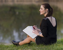 Biznesowa kobieta z agendą Obrazy Royalty Free