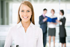 Biznesowa kobieta z kolegami fotografia stock