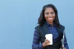 Biznesowa kobieta z kreskówka kubkiem - kawowy czas Zdjęcie Stock