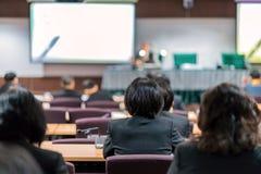 Biznesowa konferencja i prezentacja w sala konferencyjnej obraz royalty free