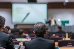 Biznesowa konferencja i prezentacja w sala konferencyjnej zdjęcia royalty free