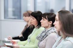 Biznesowa konferencja i prezentacja Widownia przy sala konferencyjną obraz royalty free
