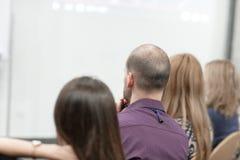 Biznesowa konferencja i prezentacja Widownia przy sala konferencyjną fotografia royalty free