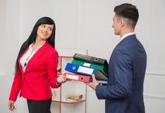 Biznesowa para flirtuje w biurze Obrazy Stock