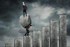 Biznesowa pozycja nad partner i kamień Zdjęcia Stock