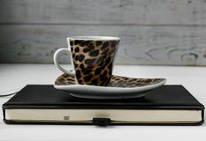 Biznesowa pracująca przestrzeń Kawa, laptop, notepad Zdjęcie Stock