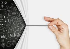 Biznesowa ręki ciągnienia arkana otwarta marszczył papierowego show biznes strate Zdjęcie Stock