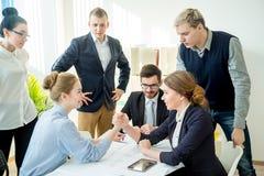 Biznesowa rywalizacja w biurze Obraz Royalty Free
