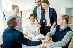 Biznesowa rywalizacja w biurze Fotografia Royalty Free