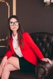 Biznesowa szef dziewczyna w krzesła czekaniu przeprowadzać wywiad ludzi Obraz Stock