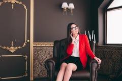Biznesowa szef dziewczyna w krzesła czekaniu przeprowadzać wywiad ludzi Fotografia Royalty Free