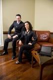 biznesowa ufna pary biura kanapa Fotografia Royalty Free